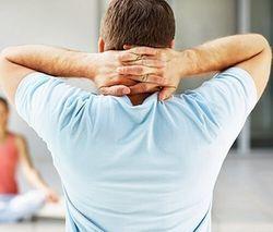 Тисне шию: причини і діагностика здавлювання в горлі