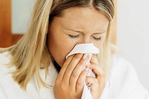 Чи буває при ангіні нежить і соплі: причини виникнення, симптоми і лікування