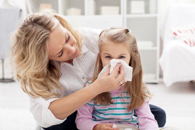 «Цефтріаксон» при ангіні у дорослих і дітей: дозування і скільки днів колоти