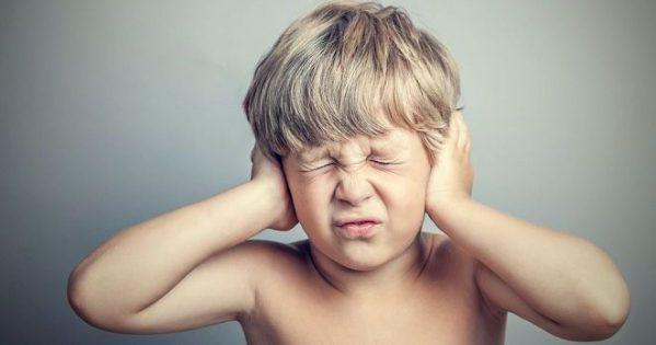 Пробки в вухах у дитини: що робити, як прибрати в домашніх умовах