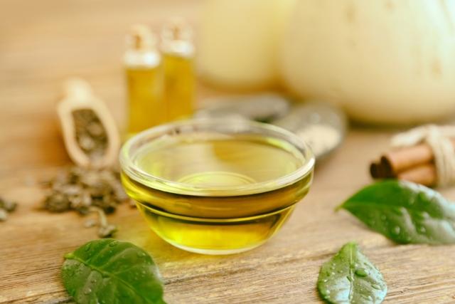 Масло чайного дерева від нежиті: корисні властивості та протипоказання