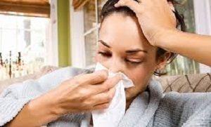 Парити ноги при нежиті і закладеності носа: як правильно і чи можна?