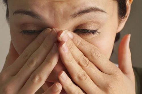Болять очі при гаймориті: причини, симптоми і лікування