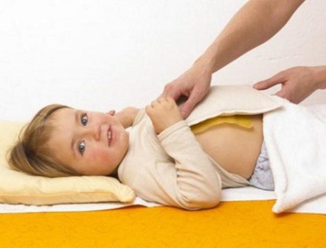 Компрес від кашлю: принцип дії, види, як проводити процедуру в домашніх умовах