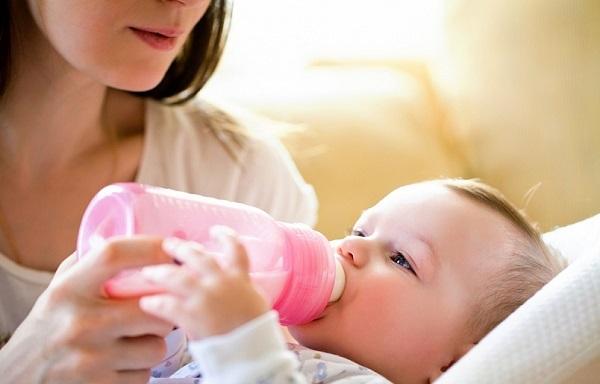 Чи можна при ангіні годувати грудьми: як і чим лікуватися