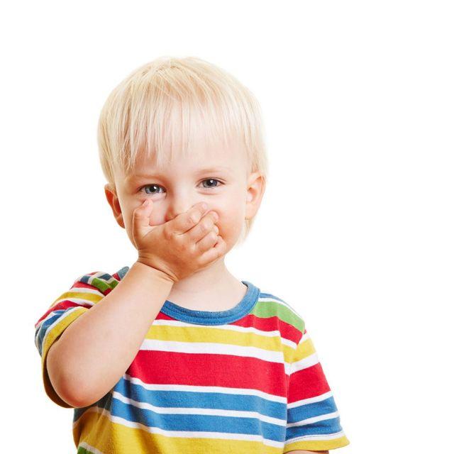 Дитина не може спати через сопель: чому і як допомогти?
