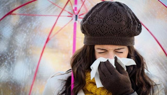 Чхання та нежить без температури: лікування у дорослих і дітей