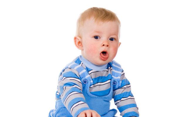 Дитина захлинається соплями уві сні: що робити?
