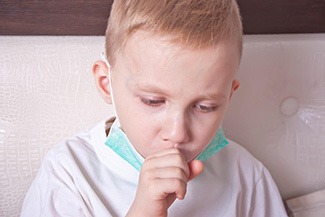 Кашель у дитини вночі: причини, різновиди, як полегшити і чим лікувати