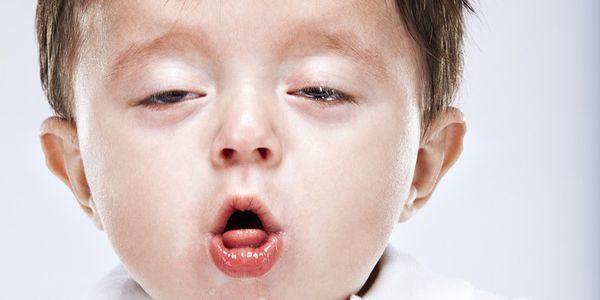 Чи може при прорізуванні зубів бути кашель і нежить?